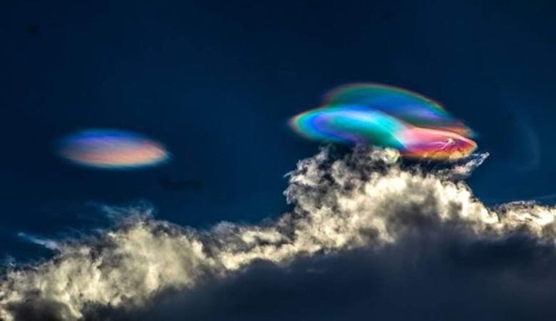 Знаки в небе: над Перу появились радужные облака
