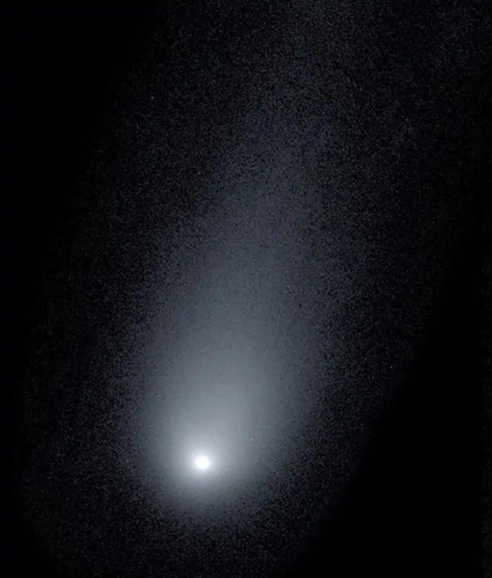 Астрономы показали, как выглядит межзвездная комета, которая приближается к Земле