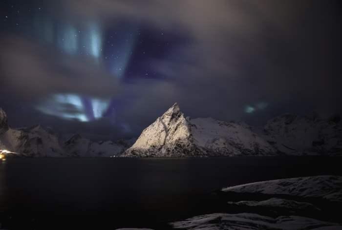 Дэни. КОСМОС В ПЕРЕХОДЕ...  Blue-aurora-norway-lofoten