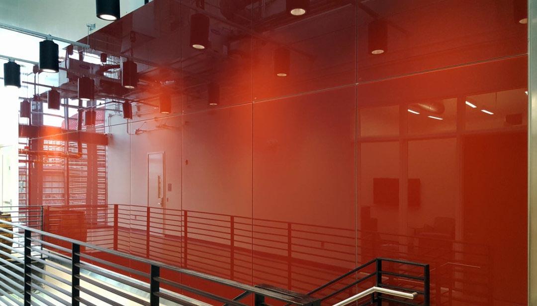 Окраска стекла по RAL: применение дизайнерского материала