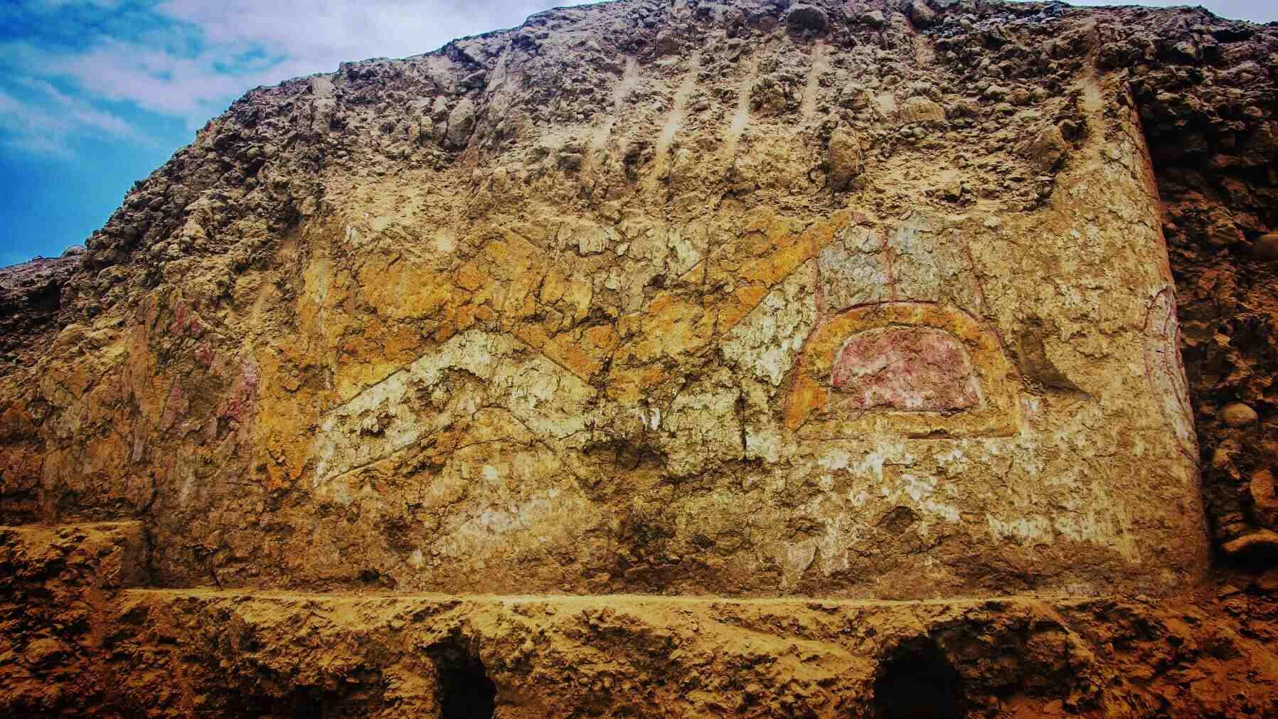 В Перу обнаружена фреска с изображением древнего божества: фото