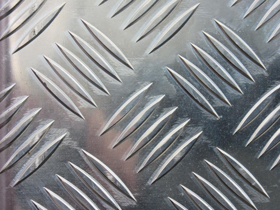 Область применения и разновидности алюминиевых композитных панелей