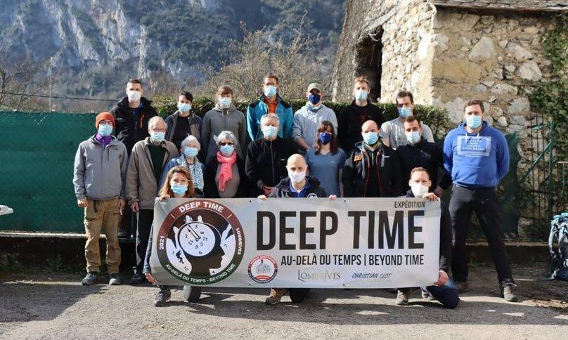 Во Франции 15 человек на 40 дней изолировали себя в пещере