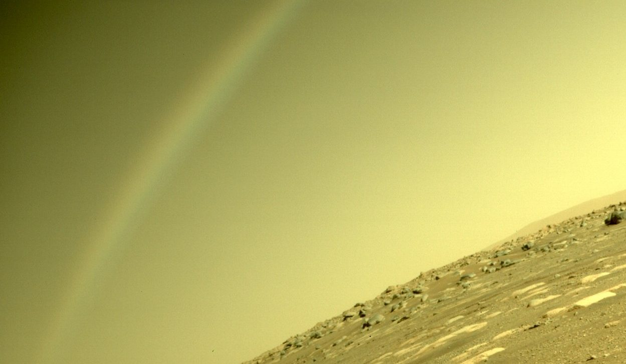 Марсоход Perseverance запечатлел на Марсе радугу: фото