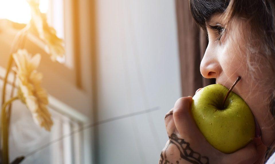 COVID-19 может вызывать у детей галлюцинации и спутанность сознания