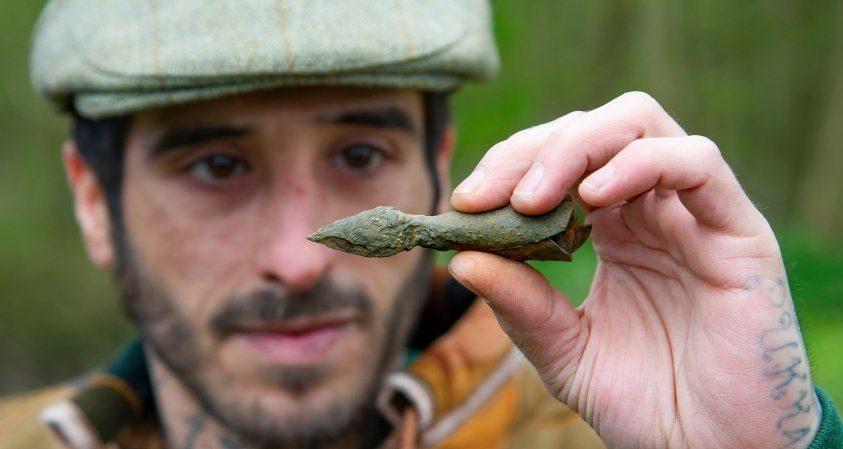 Тату-мастер утверждает, что нашел серебряную стрелу Робин Гуда