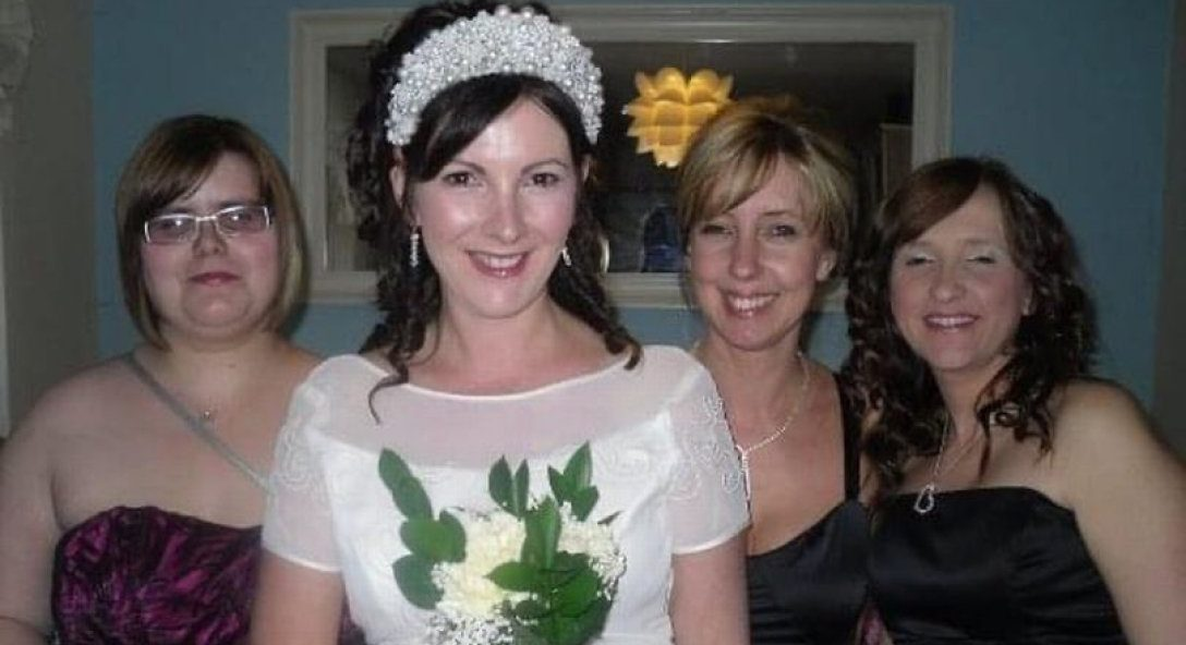 Женщина, которая вышла замуж сама за себя, отметила стальную свадьбу