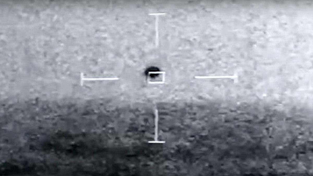 Моряки ВМС США засняли НЛО, падающий в Тихий океан