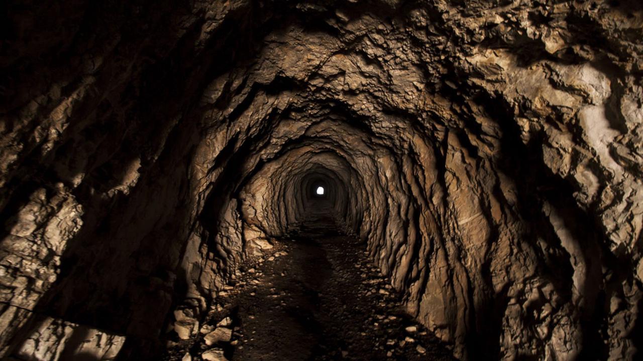 Пара из Орегона нашла под своим домом огромную лавовую пещеру