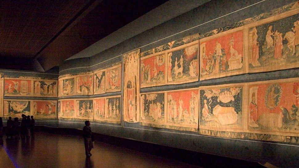 """В фондах парижской галереи нашли фрагменты ковра """"Апокалипсис"""""""