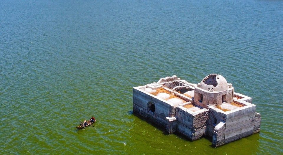 В Мексике из озера внезапно показалась 200-летняя церковь