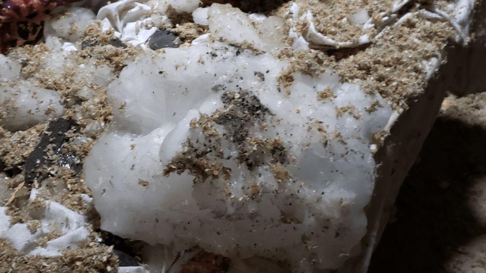 В Висконсине с неба упала глыба льда и пробила крышу дома