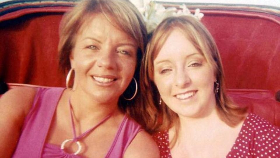 Британка утверждает, что в смерти ее дочери виновата жевательная резинка