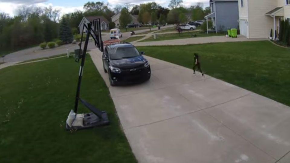 Девочка, бегущая за фургоном с мороженым, взорвала Сеть