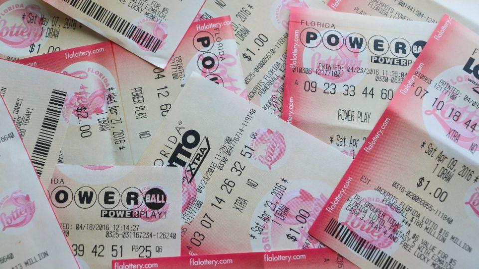 Американка лишилась 26 млн долларов, случайно постирав лотерейный билет