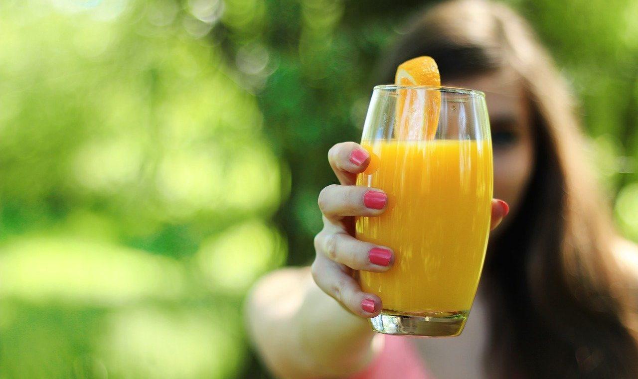 Медик рассказал, какие напитки категорически нельзя пить натощак