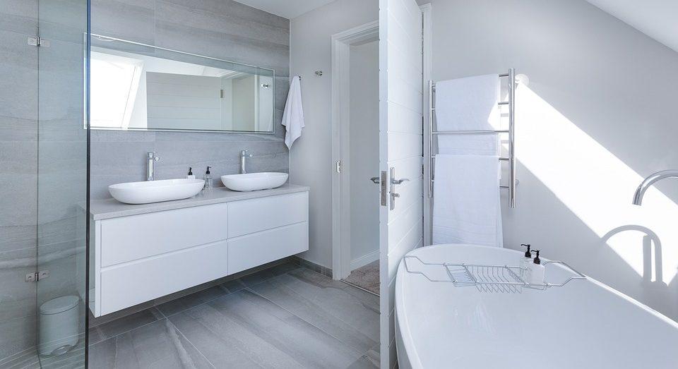 Шкафы с зеркалами для ванных комнат