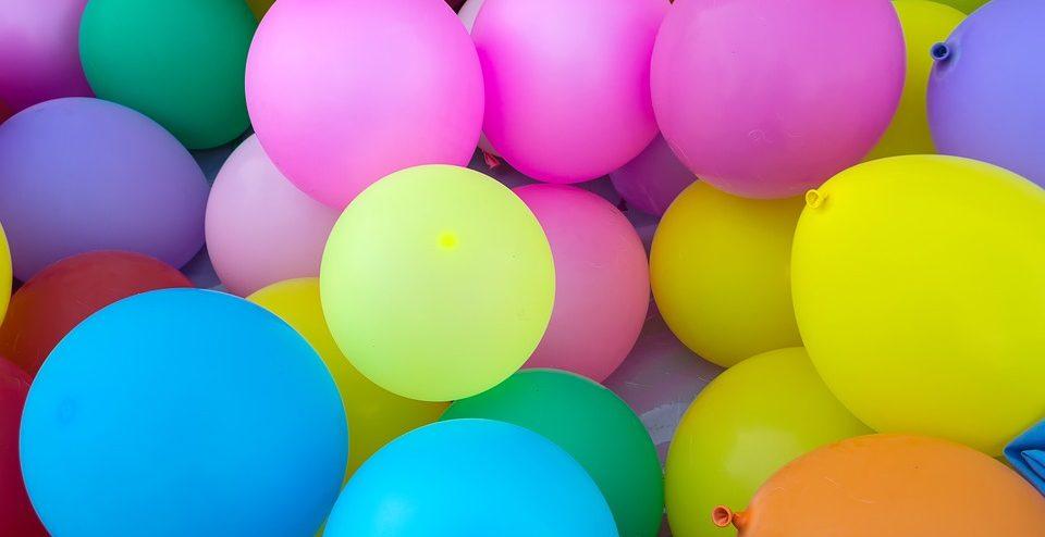 Почему нужно принести воздушные шары на выписку. Преимущества заказа доставки