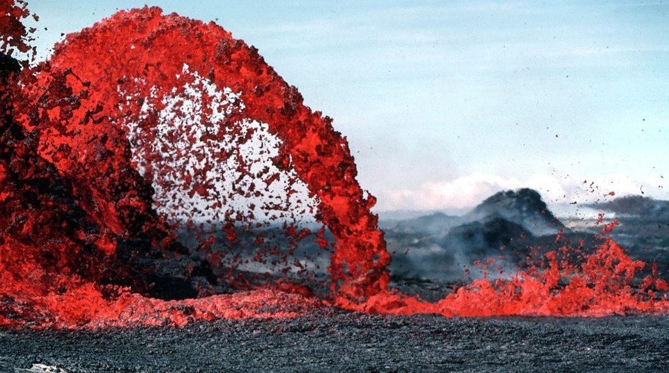 В Исландии продают землю с действующим вулканом: уже есть покупатели