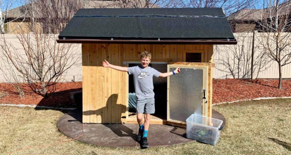 10-летний парень из Юты перезимовал в маленьком деревянном домике