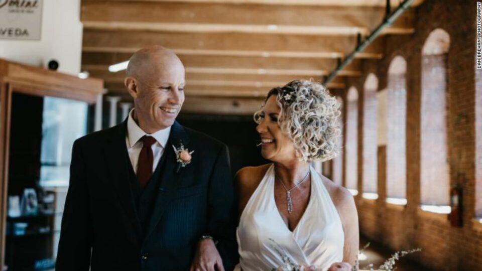 Мужчина из-за болезни Альцгеймера два раза женился на своей супруге