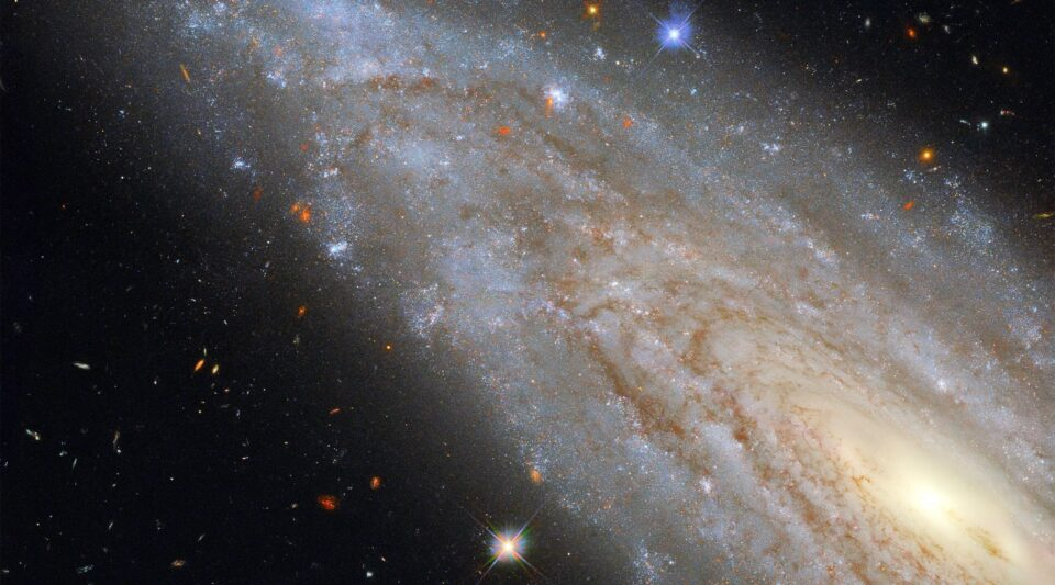 Телескоп Хаббл сделал снимок очень редкой галактики