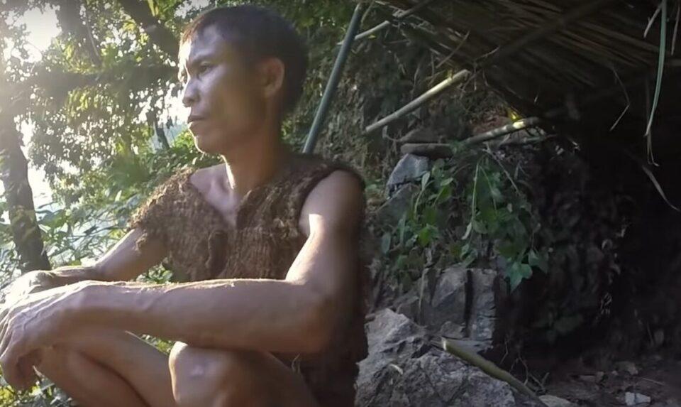 Мужчина 40 лет прожил в джунглях и не знал о существовании женщин