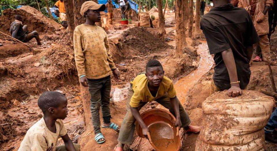 В мире впервые за 20 лет резко выросло число работающих детей