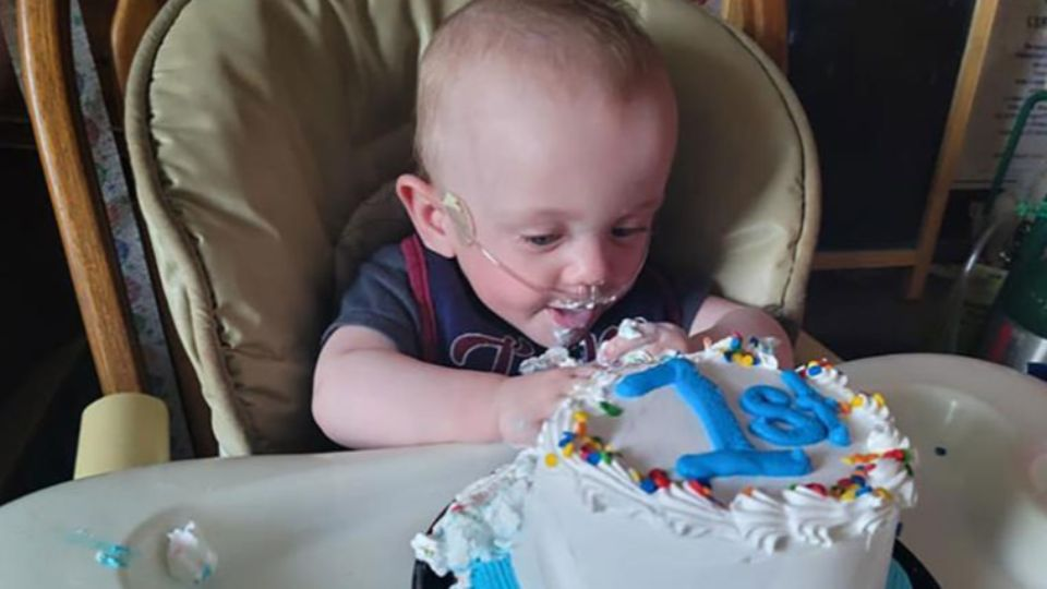Мальчик, рожденный на 22 неделе, отпраздновал первый день рождения