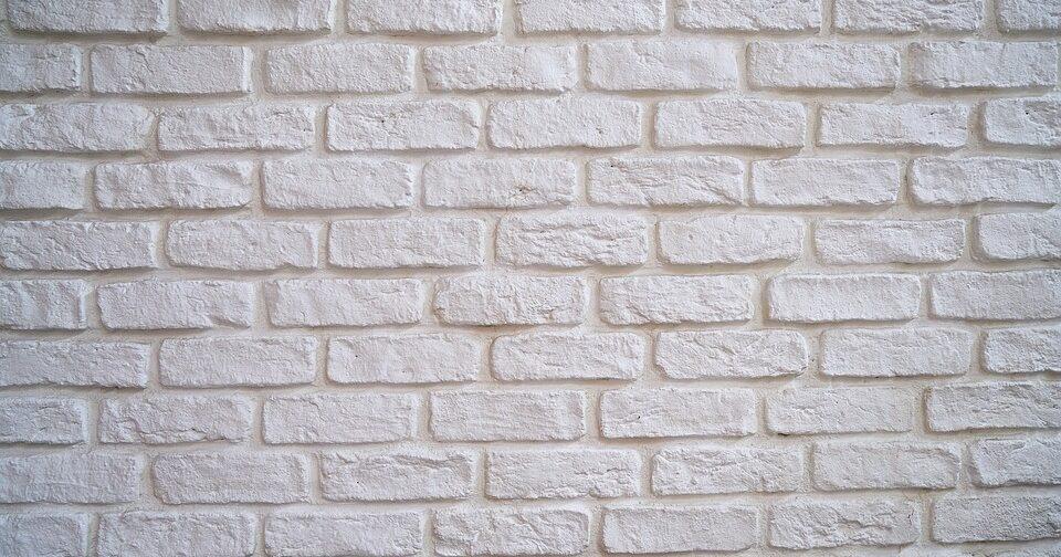 Искусственный камень — качества и применение в интерьере