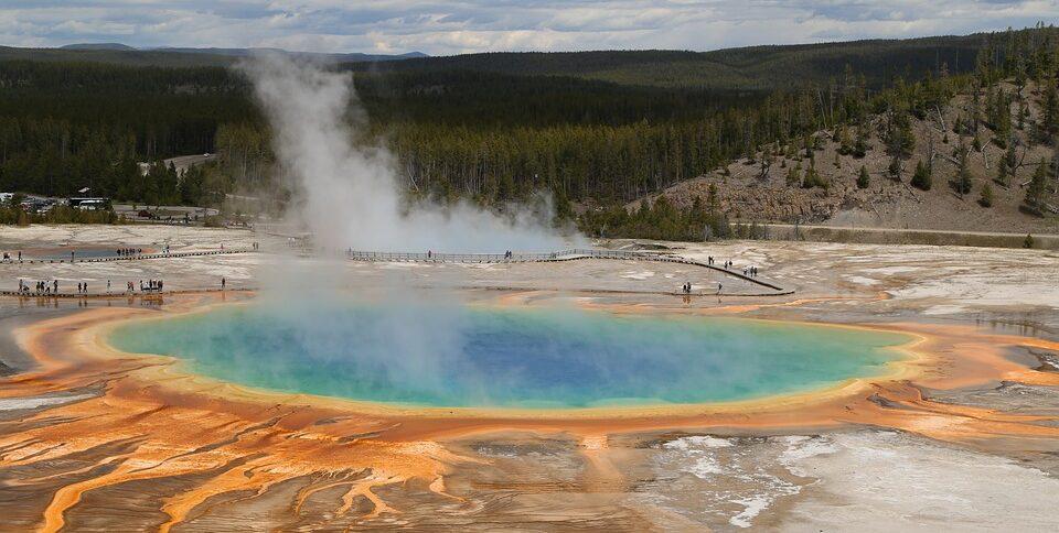Геологи США рассказали о смертельных угрозах для туристов в Йеллоустоуне