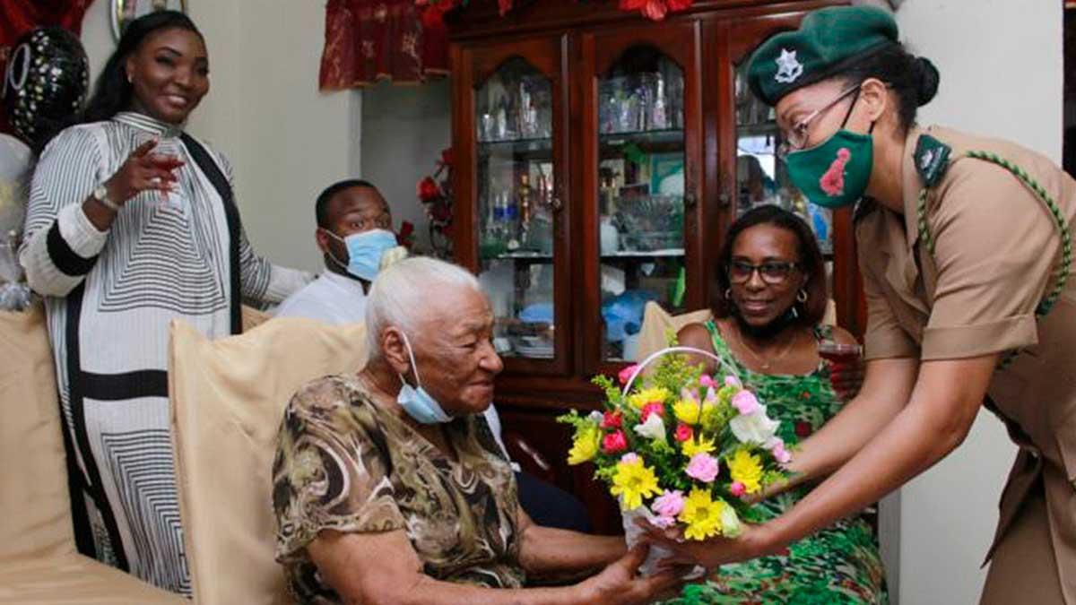 Жительница Барбадоса отметила свое 100-летие и поделилась секретами долголетия