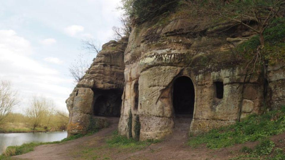 В Великобритании нашли пещеру, в которой жил изгнанный король