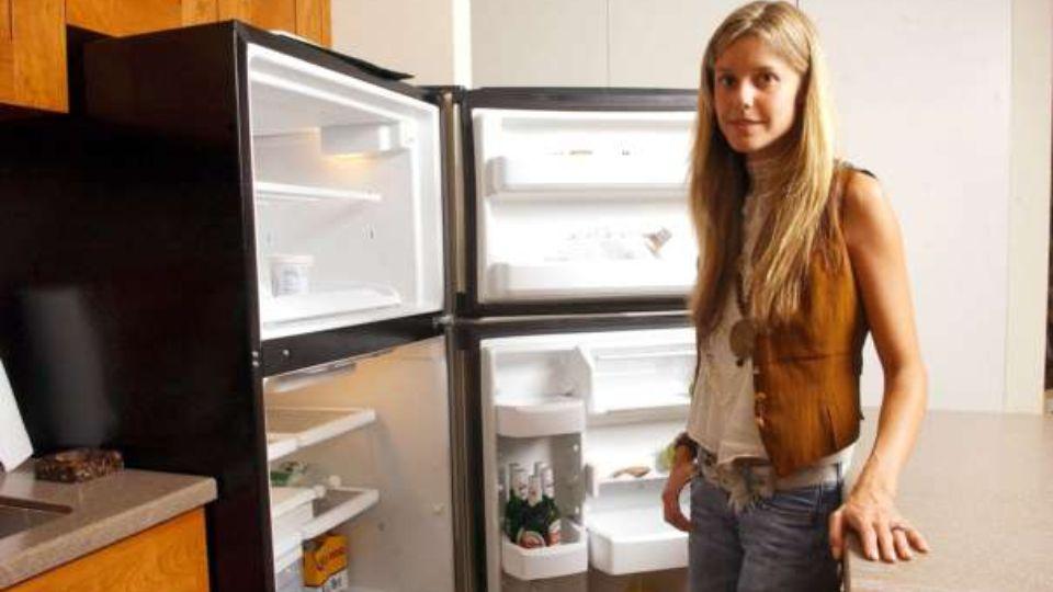 Женщина не знала, что у нее сломанный холодильник и несколько лет питалась испорченными продуктами