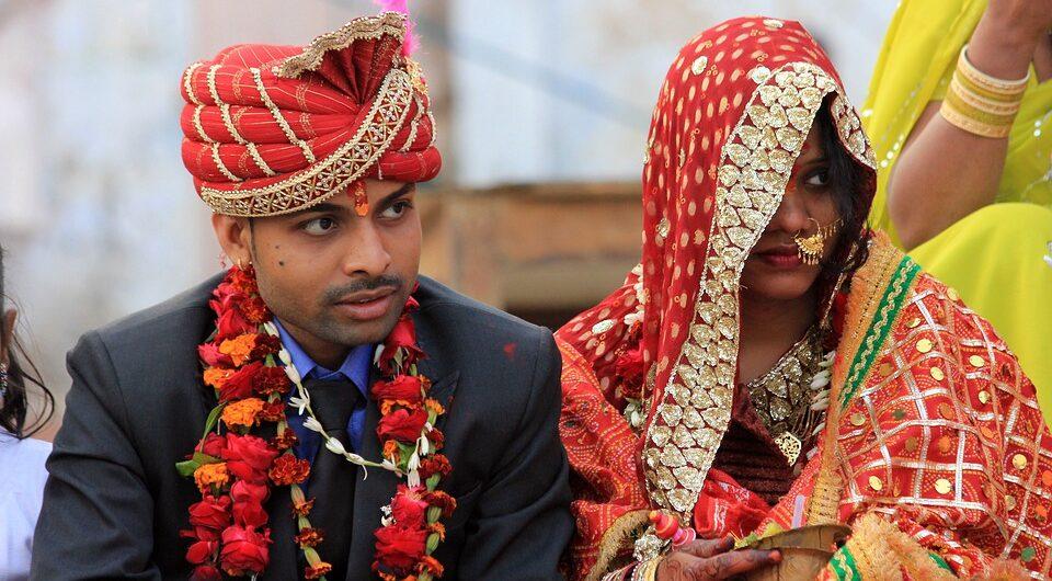 Индиец взял в жены незнакомку, которая оказалась мужчиной