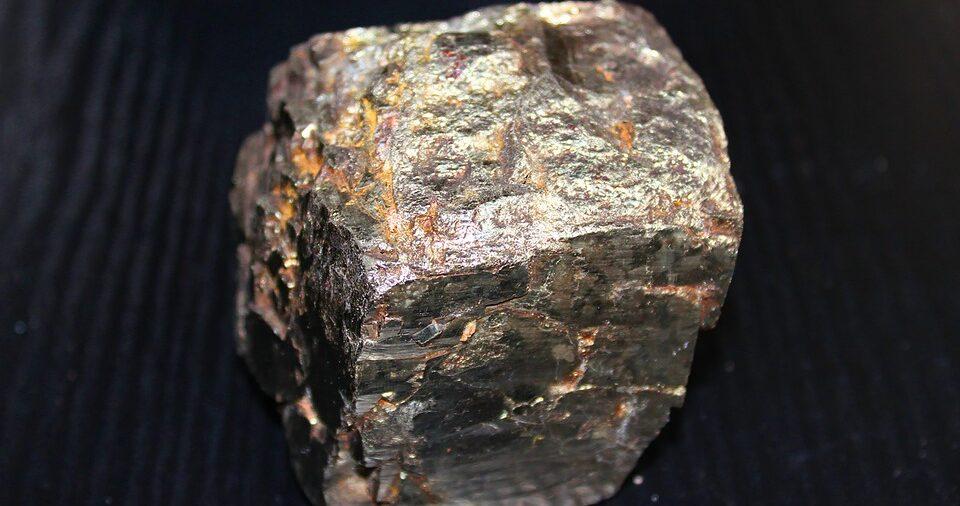 Посреди поля обнаружили метеорит возрастом 4,6 миллиарда лет