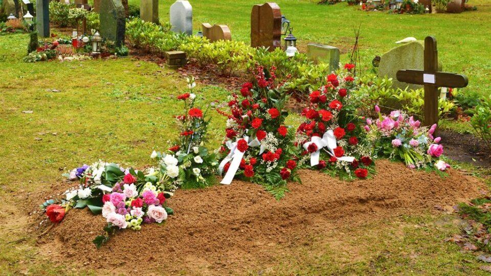 Мужчина вернулся домой через четыре месяца после своих похорон