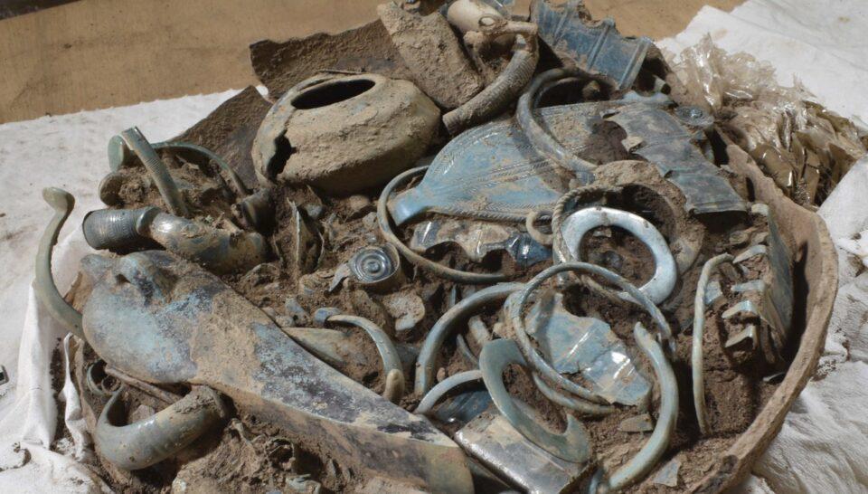 Археологи нашли во Франции ювелирные изделия бронзового века
