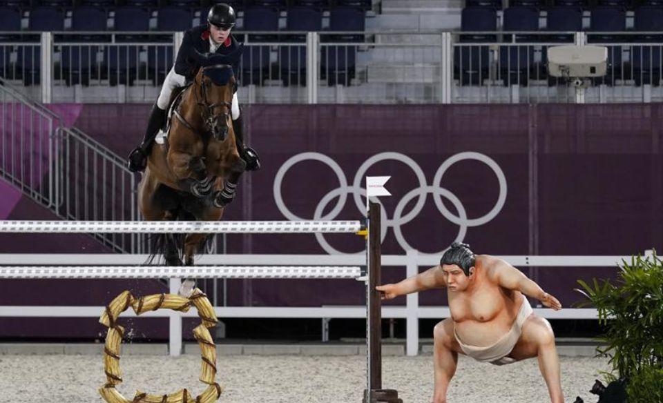 Олимпиада 2020: в Токио убрали фигуру сумоиста, пугавшую лошадей