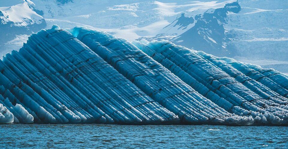 Ученые выяснили, почему ледник «Судного дня» тает так быстро