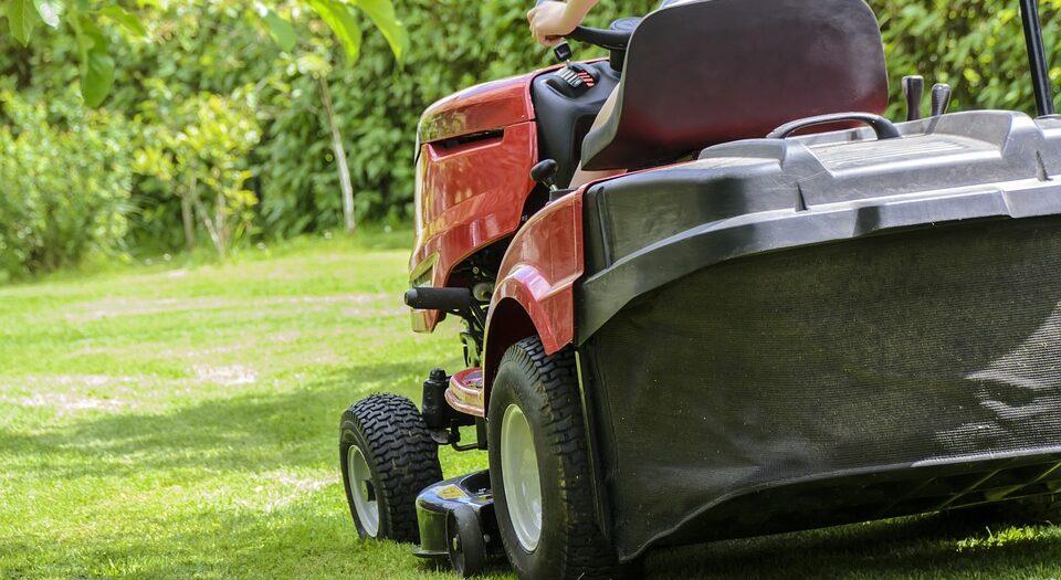 Садовые трактора газонокосилки — эффективность и комфорт использования