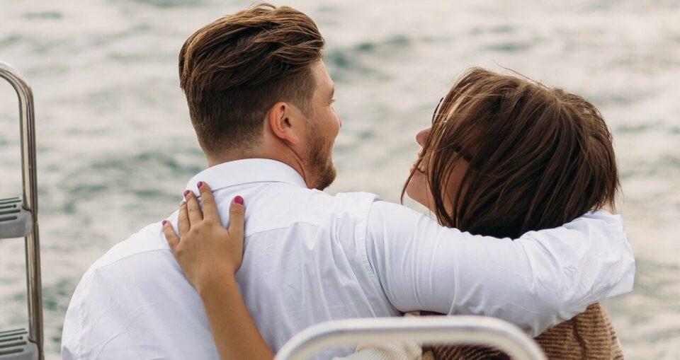 Необычное свидание: девушка встретилась с «покойной» женой своего парня