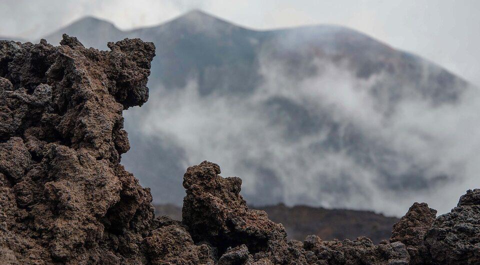 Известный вулкан за шесть месяцев вырос на тридцать метров