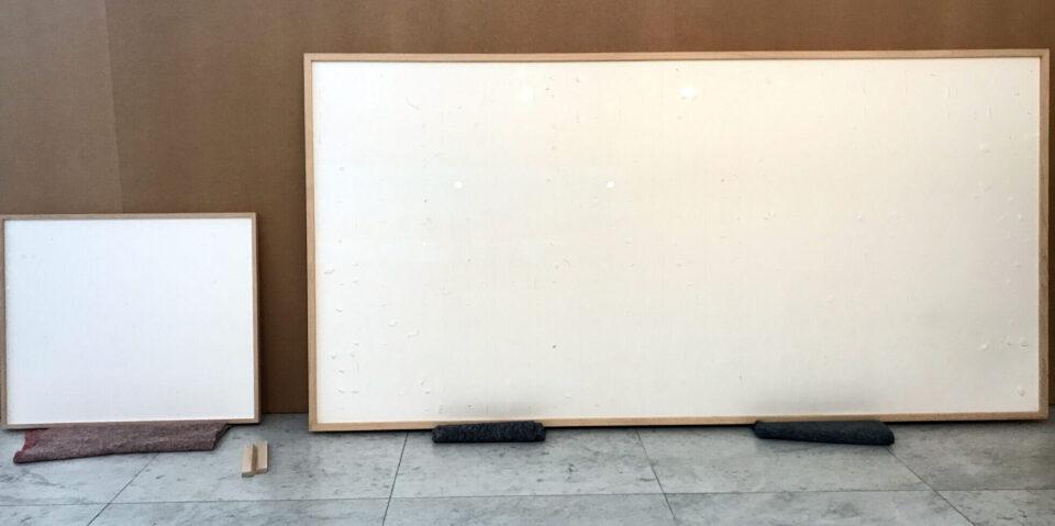 Художник взял за пустые полотна 84 тысячи долларов и назвал это произведением искусства