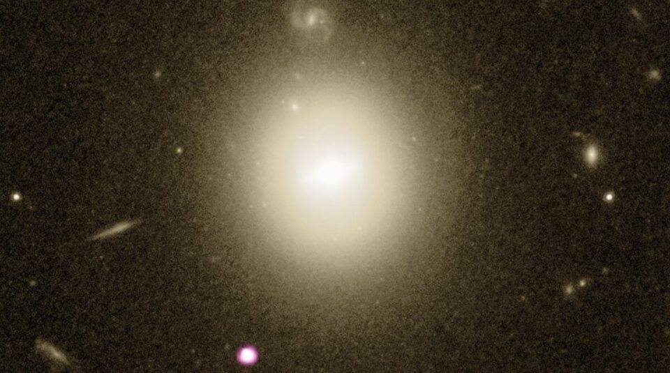 Астрономы зафиксировали, как неуловимая черная дыра поглощает звезду