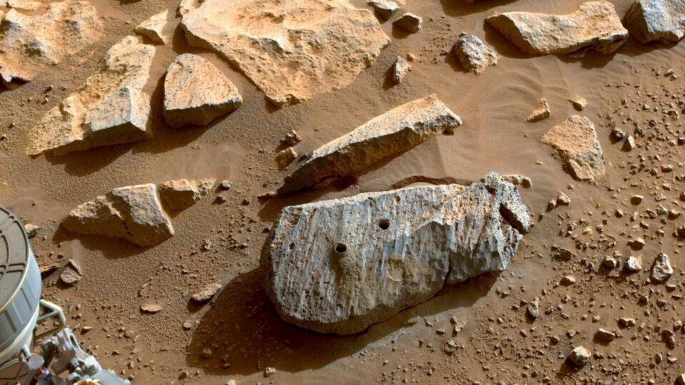 Марсоход Perseverance нашел признаки потенциально обитаемой среды