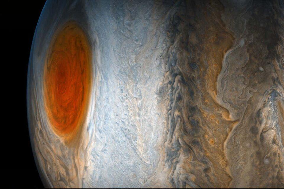 Телескоп Hubble зафиксировал странные изменения на Юпитере
