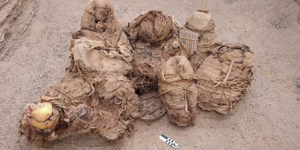 В Перу обнаружили древнюю гробницу с мумиями