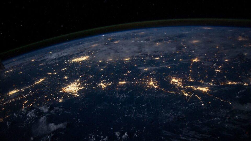 Земля начала вращаться медленнее, и ученые не могут понять, почему