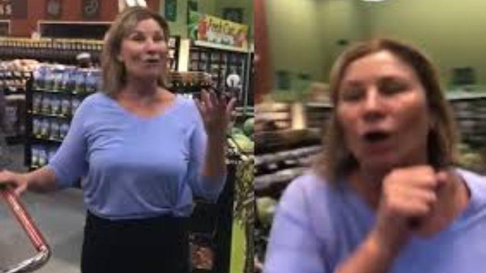 Американку уволили с работы за то, что она кашляла на посетителей супермаркета